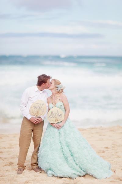透き通った海には淡いグリーンのドレスが似合う♪ハワイアンウェディングの花嫁一覧総まとめ♡