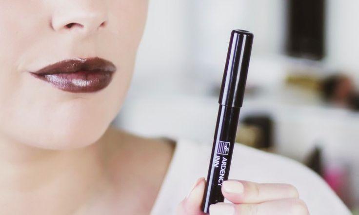 Ardency Inn: Oei en huh? Een zwarte lipgloss in potloodvorm? En oei, ik ben meestal niet zo een rebel die donkere lipstick draagt. Terwijl ik het wel echt heel tof vind.