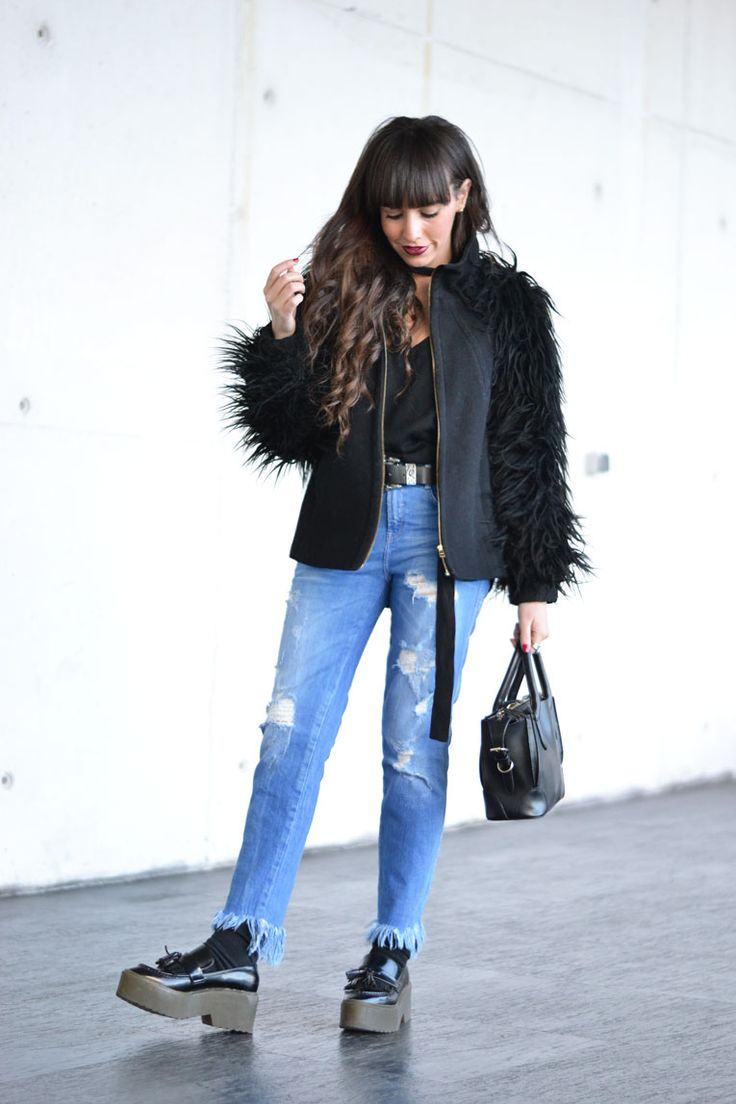 Frayed denim hem are so into trend right now, and today we will see how to wear them and how to make them too!