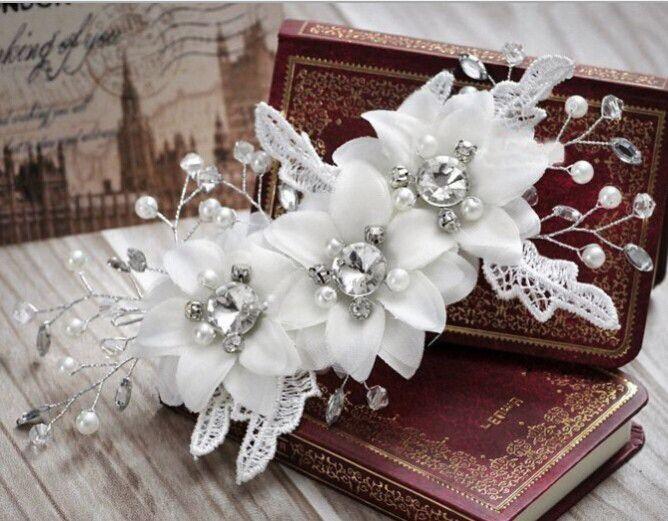 Prachtige haarspeld met bloemen, parels en rhinestones