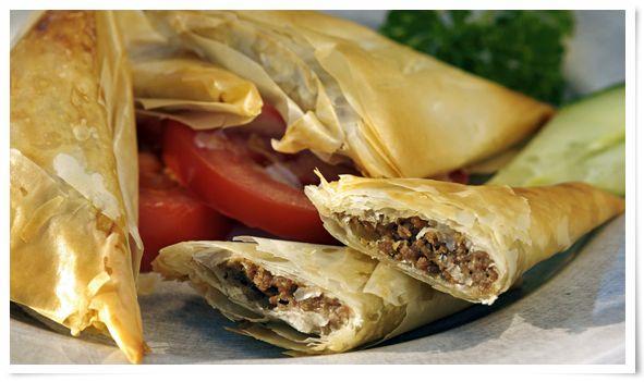 Bourekakia Me Kima (Griekse vleespastei rolletjes): http://www.smulweb.nl/recepten/133438/Bourekakia-me-kima-rolletjes-vleespastei