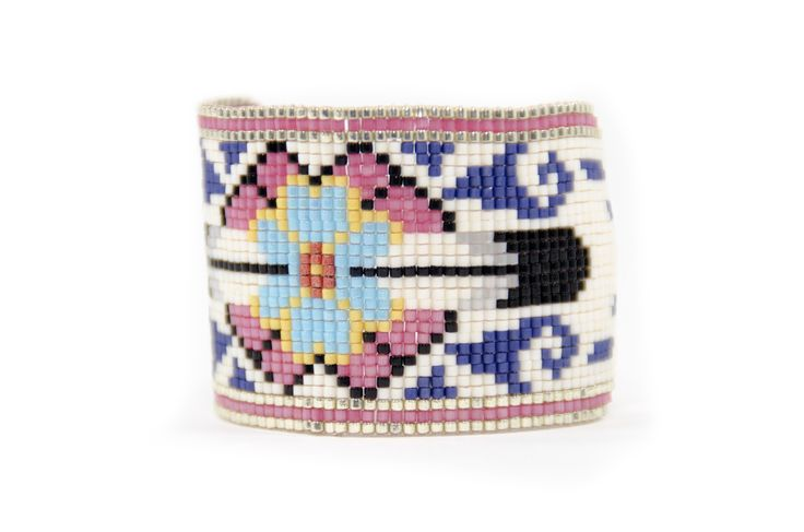 Brazalete estilo étnico de la colección Texas con perlas de Miyuki en rosa. /  74/5000 Ethnic style bracelet from the Texas collection with Miyuki beads in pink.