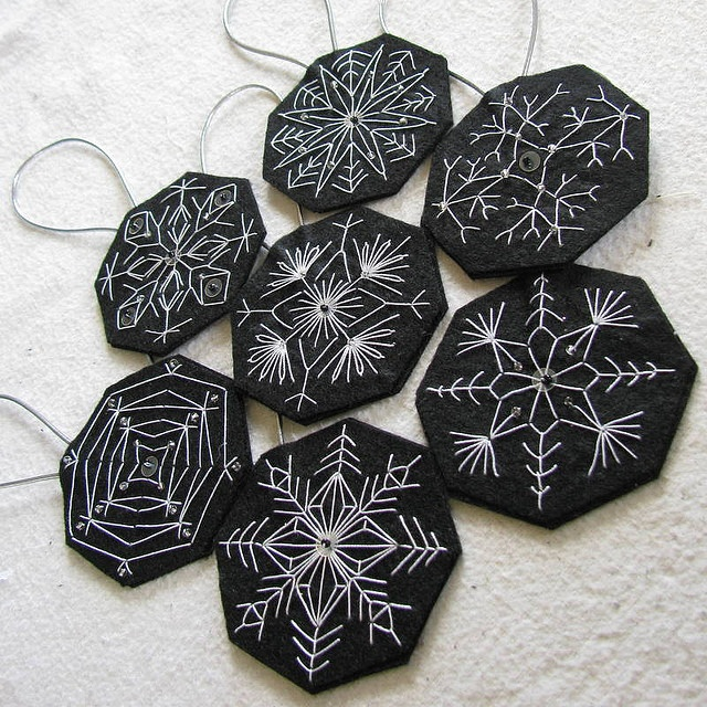 Embroidered snowflake ornaments: Christmas Crafts, Snowflake Ornaments, Snowflakes, Embroidered Snowflake, Christmas Ornaments, Diy, Snowflake Ornies