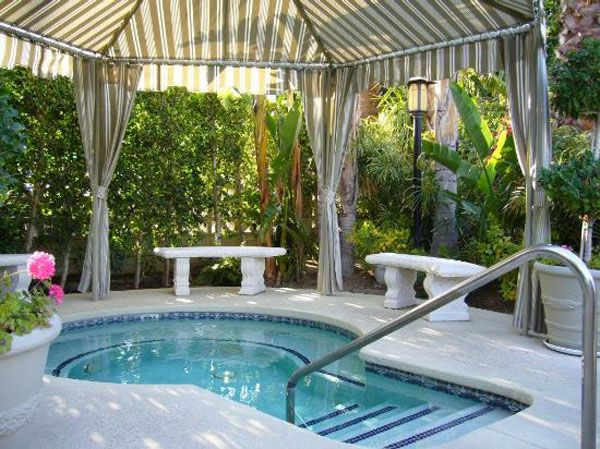 Outdoor spa ideas outdoor design pinterest a well for Courtyard designs with spa