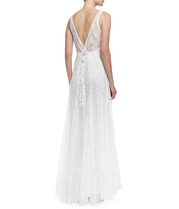 Une robe de mariée rebrodée