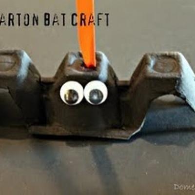 Kids Halloween Bat Craft {Halloween Crafts for Kids} @Irene Hoffman Hoffman V got any egg cartons and googly eyes?