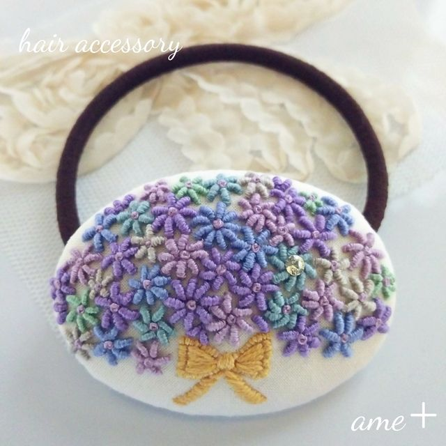 sold【展示品】暮らしを彩る花  刺繍ヘアゴム