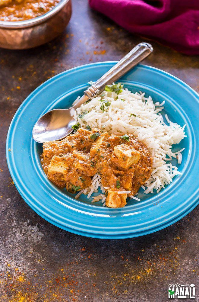 Tofu Tikka Masala is a delicious vegetarian curry which goes well with naan, rice or any brad of your choice. Weeknight dinner just got better!
