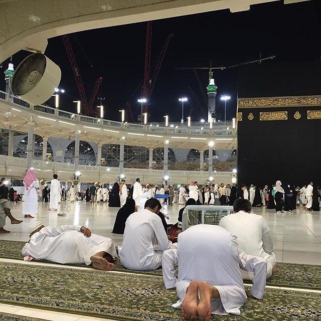 اللهم إني أسألك في هذه الساعه سجدة قريبة عند الكعبه المشرفه #hajj #SaudiArabia…