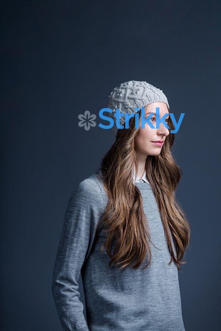 Вязание by Nadine подготовила, по описанию, подробный мастер-класс для вас. Видео вы найдёте ниже. Вяжите в удовольствие такую модель шапки 2018 года.