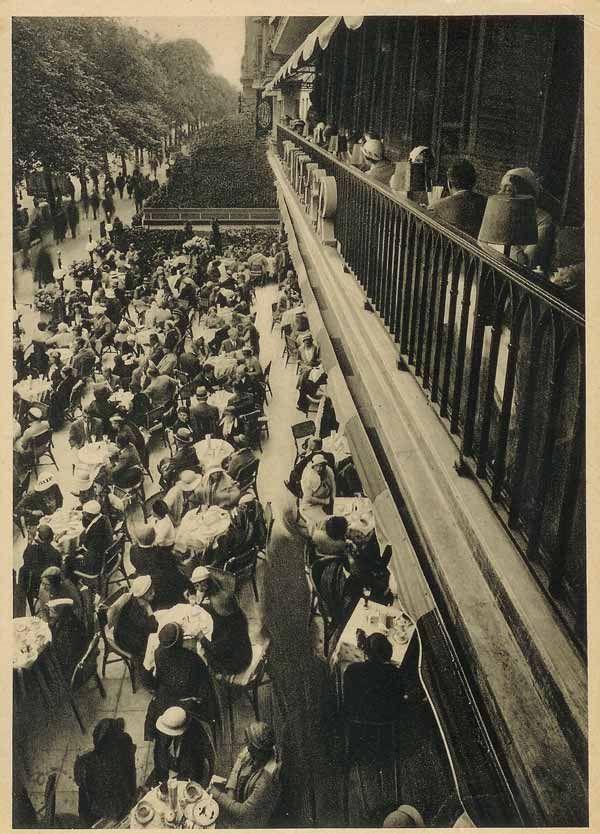 """Kaffee Kranzler, Berlin-Kurfürstendamm """"Blick vom Balkon auf die Terrasse"""", um 1934."""