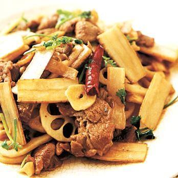 根菜とラム肉のナンプラー炒め