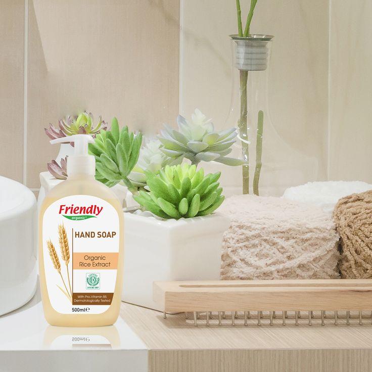 Friendly Organic Sıvı El Sabunu, içeriğindeki organik pirinç ekstraktı ile ellerinizi nazikçe temizler, yumuşak bir bakım yapar.