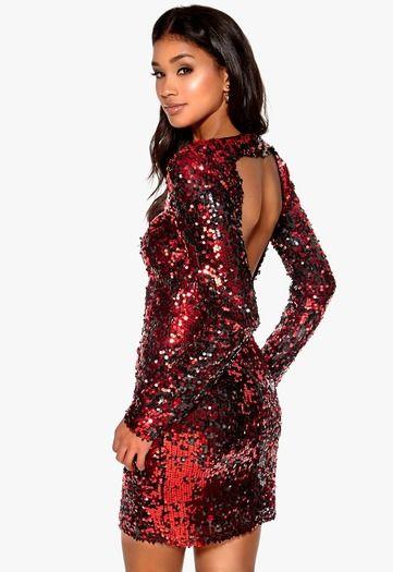 Według wizaz.pl  błyszcząca, bordowa sukienka cekinowa marki Model Behaviour to idealna kreacja na studniówkę 2016! http://wizaz.pl/Moda/sukienki-studniowka-2016/Halens-199-zl