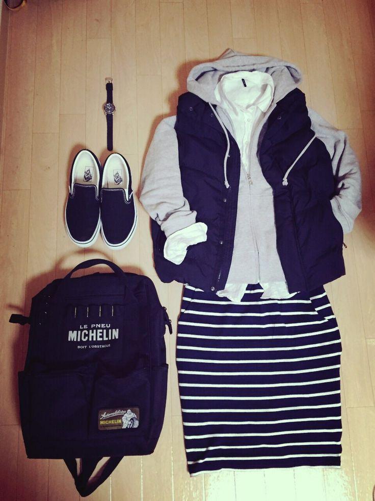URBAN RESEARCH DOORSのスカートを使ったsayuさんのコーディネートです。│白黒!モノトーンで今日の服装をまとめまし...