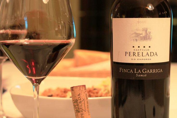 """Castell de Perelada """"Finca la Garriga"""" 2010. Los vinos del Castillo de Perelada, son excelentes, pero en la relación calidad-precio, este sobresale entre todos.  Barbacoas, cocidos, etc... Un vino 4x4"""