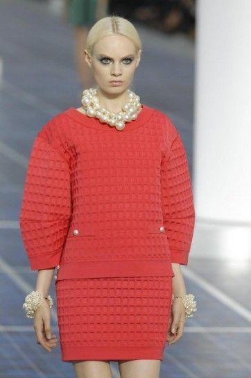 Tailleur in maglia color corallo Chanel primavera estate 2013