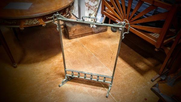 GA1059   -   Period metal frame square mirror on legs