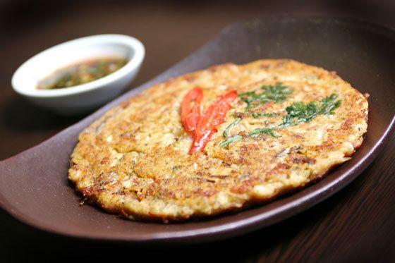 빈대떡(녹두빈대떡)(bindaetteok = nokdu-bindaetteok) / Mung Bean Pancake  Pancake made with ground mung bean, pork and kimchi. It comes with a soy sauce and vinegar dip.