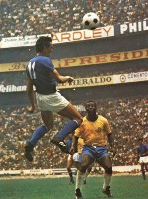 Gigi Riva, finale di Mexico 70 Brasile-Italia: Pelè guarda