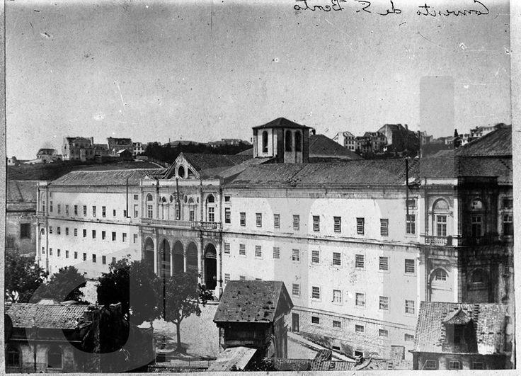 Actual Assembleia da Republica. Convento de São Bento, Palácio das Cortes, em primeiro plano pode ver-se o Arco de S. Bento. Entre 1900 e 1945.