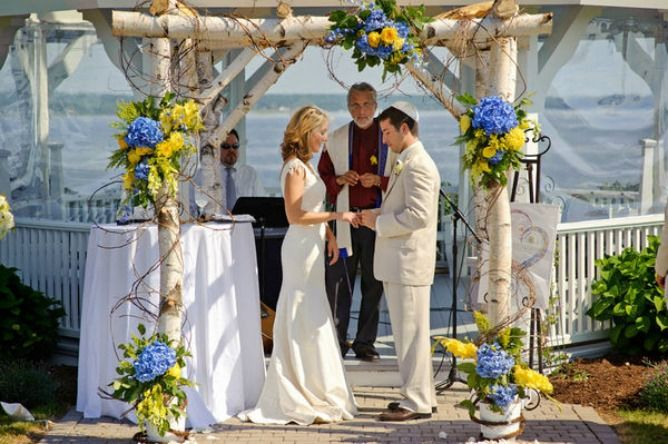4th of july wedding chuppah which used blue and yellow instead of the traditional red white and. Black Bedroom Furniture Sets. Home Design Ideas