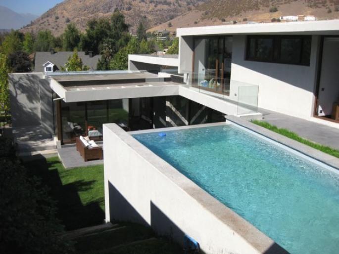 Nueva y excelente casa mediterránea Informe de Engel & Völkers | T-1412451 - ( Chile, Región Metropolitana de Santiago, Lo Barnechea, Golf De Manquehue )