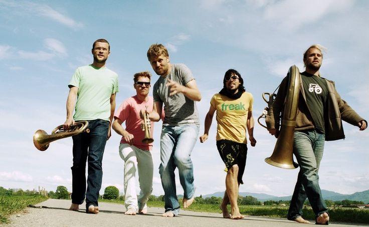 LaBrassBanda Tour 2013 - Sie sind die wohl lauteste Antwort gegen Konformität und Einheitsbrei in der deutschen Musiklandschaft und schreiben damit eine beispiellose Erfolgsgeschichte