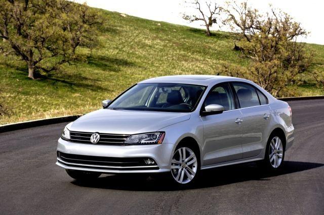 La Jetta, vous connaissez ? Il s'agit de la berline compacte de #Volkswagen, c'est l'auto la plus vendue du groupe allemand. 925 000 unités ont été livrées l'année dernière.