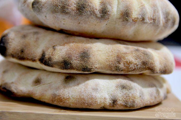 Il pane Arabo o Pita, conosciuto ormai dappertutto,è un pane tipico della cucina medio orientale e del nord Africa.La sua particolarità e quella che in cottura si...