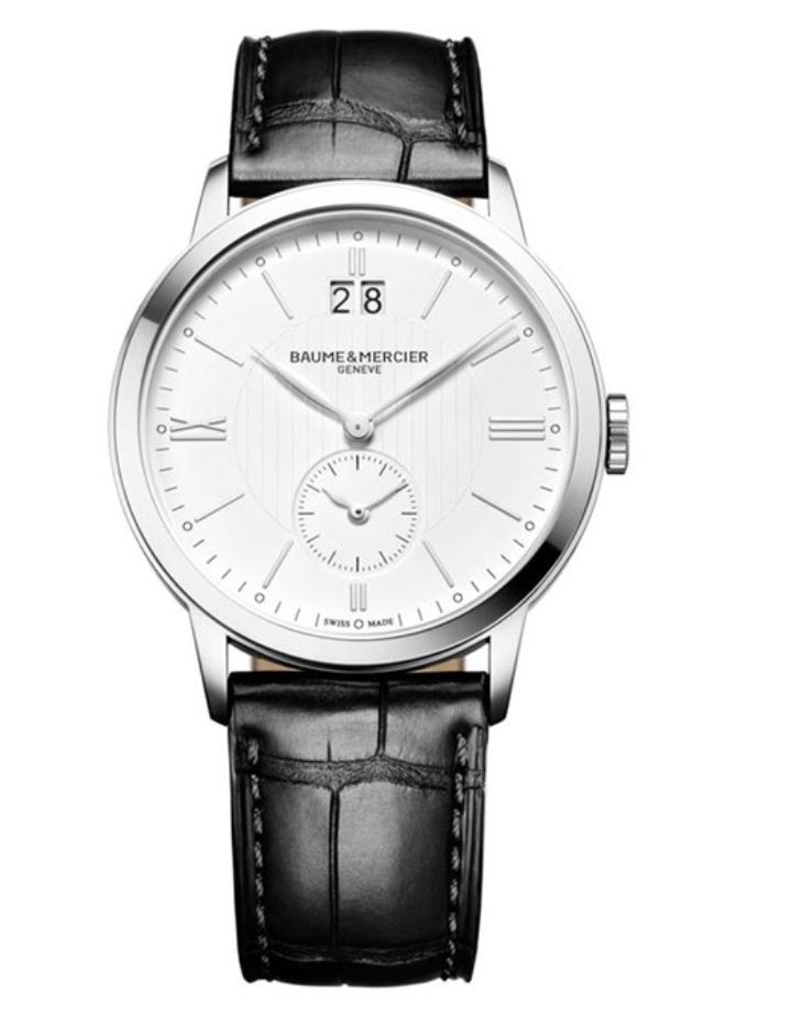 Model:Classima Quartz Small Complications Ref. M0A10218 Movement:Quartz Gender:Male Complications:Big Date, Date, Decentrated Secondhand, GMT, Minute Hand, Second Hand, Hour Hand Shape:Round Case Material:Stainless Steel Dail colour:Silver- Coloured Engraved Size:40 mm Material:Croco-leather Price:€ 1 750 @colmanwatches