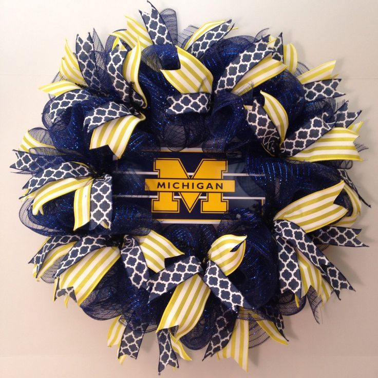 University of Michigan wreath - U of M Wolverines