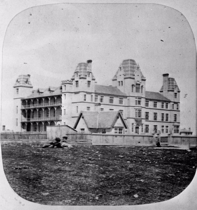 Toronto General Hospital (1856-1913), Gerrard St. E., n. side, between Sackville & Sumach Sts. : Toronto Public Library