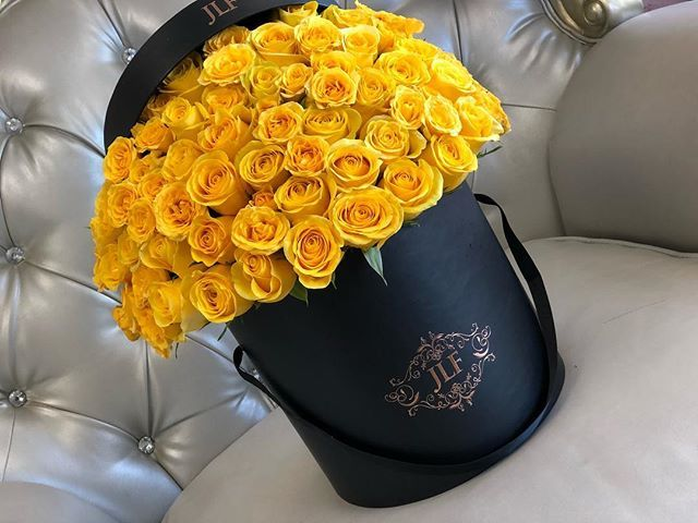 50 Yellow Jlf Signature Roses Fresh Flower Delivery Flower Boutique Yellow Roses