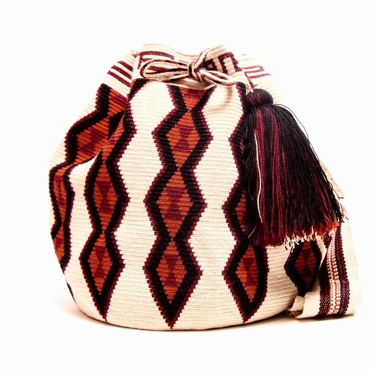 Handmade Hermosa Wayuu bags are rare art. Only small amounts are made because of the complexity and method to produce a single Hermosa Wayuu Bag. Only One Kind, Limited Edition, Tightly woven by one s