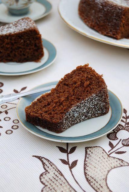 La asaltante de dulces: Un trocito de bizcocho de zanahoria y chocolate? Aquí está la receta!/ Slice of carrot & chocolate sponge cake. Watch the recipe on the blog!