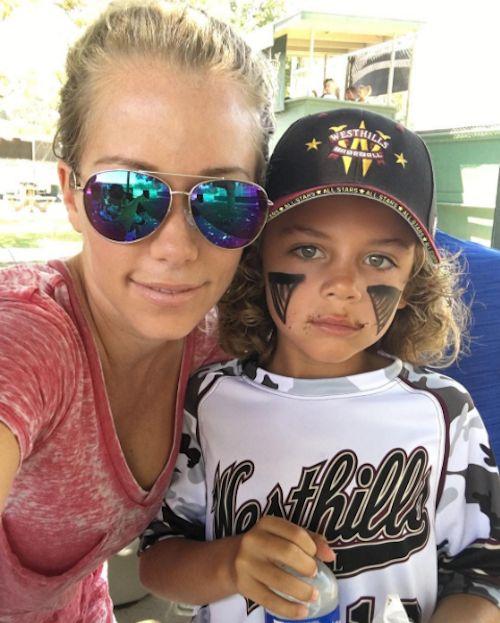 "Kendra Wilkinson Is A ""Baseball Mom"" - http://site.celebritybabyscoop.com/cbs/2016/06/28/kendra-wilkinson-baseball-mom #AlijahBaskett, #Baseball, #Baseballmom, #Hankbaskett, #HankBaskettJr, #Kendrawilkinson, #LittleHank, #Selfie"