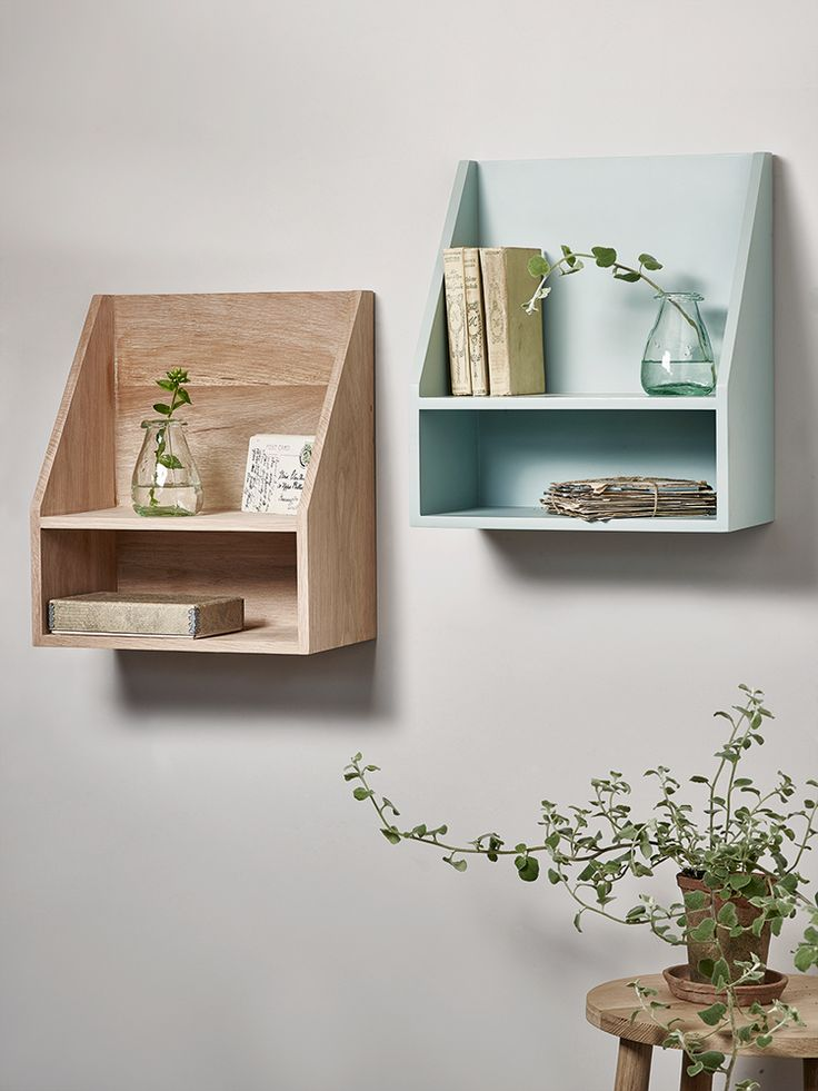 Made from mango wood with a beautifully painted Eau De Nil finish, this uncomplicated box unit features a gently sloped front and two levels of shelving. Easy to display with keyhole hooks on reverse, why not use two either side of a bed as space saving alternative to bedside tables?