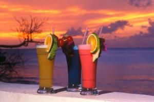 How to Make Your Favorite Caribbean Drinks: The Great Caribbean Cocktails and How to Make Them