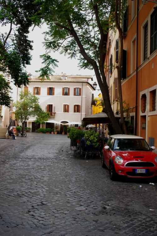 イタリアつれづれなるままに...多美な旅物語No.9 路地裏を歩いて感じる ... この辺り、観光地化されてないローマの下町風景。