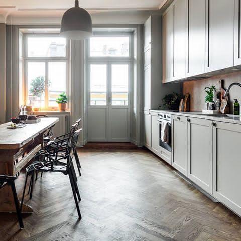 Här ser ni köksluckor i profil 1 och en bänkskiva och stänkskydd i kalksten (Jura)👌 #kök #köksluckor #pickyliving #ikea #ikeahack #profil #kalksten #jura #grå #köksinspiration #köksinredningar #köksrenovering #kitchen #kitcheninspo #decor #interiör #interior #interiorinspiration