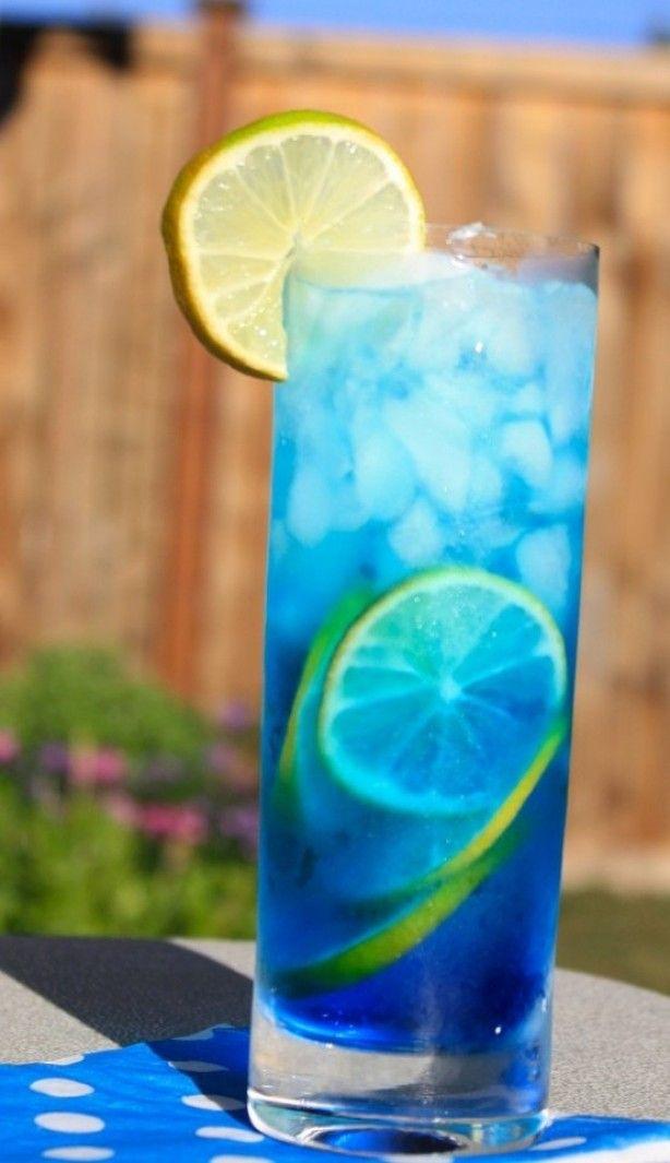 sex in the driveway: 60 ml Peach Schnapps - 60 ml Blue Curacao - aanvullen met Sprite