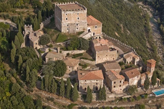 Live Like a King: Stay in a Tuscan Castle: Castello Ripa d'Orcia in Tuscany - Stay in a castle!