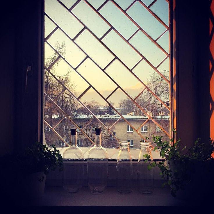 Dzień Dobry. Za oknem minus dwadzieścia a u mnie ciepło i sucho. Ale jestem wyjątkiem. Bezdomni czy ludzie w trudnej sytuacji mieszkaniowej nie cieszą się z zimy. Jeszcze gorzej mają zwierzaki w schroniskach gdzie notorycznie brakuje koców karmy i wszystkiego. Sprawdźcie jak możecie pomagać na @karmimypsiaki #winter #nonprofitpl #igerkrakow #nonprofitpl #giving #karmimypsiaki #karmawraca #inataphoto