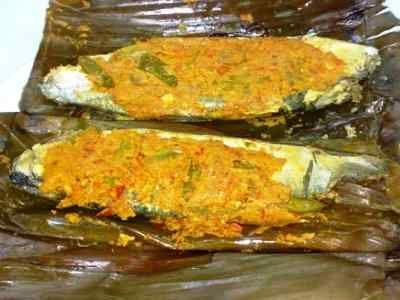 Pepes Ikan Bandeng - Yuk kita belajar cara membuat aneka resep pepes ikan bandeng presto kemangi duri lunak bumbu rujak yang paling pedas serta sangat praktis disini.