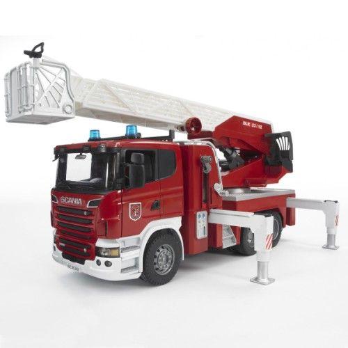 Ce camion de pompier arrive sur le lieu de l'incendie signalé par sa sirène sonore et lumineuse. Le pompier le stabilise grâce aux pieds de soutien, il ouvre sa porte pour descendre de sa cabine. Il déploie la grue échelle d'1 mètre 20 et l'oriente vers le feu. Il sort ensuite le tuyau pour vider son réservoir d'eau sur les flammes, et éteindre l'incendie. L'enfant acquiert les gestes et les réflexes d'un soldat du feu tout en jouant avec ce grand camion.