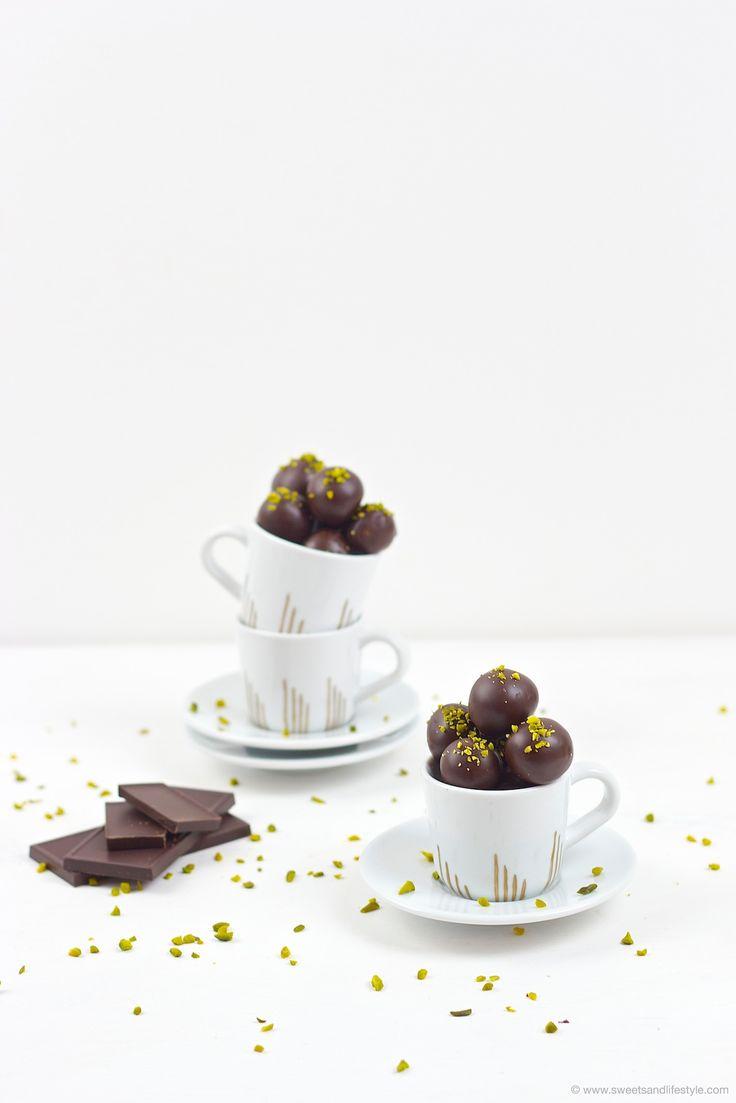 Köstliche selbst gemachte Mozartkugeln als selsbt gemachtes Weihnachtsgeschenk von Sweets and Lifestyle