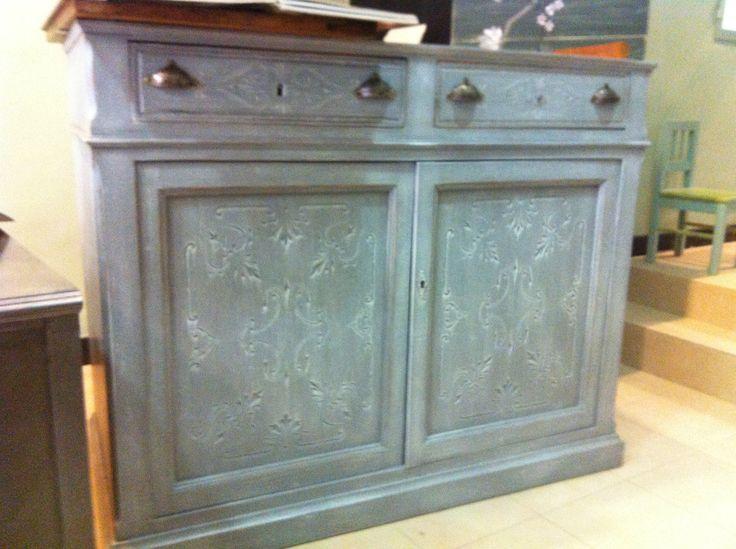 mueble bajo alacena pintado en gris con pátina blanca  Hecho en