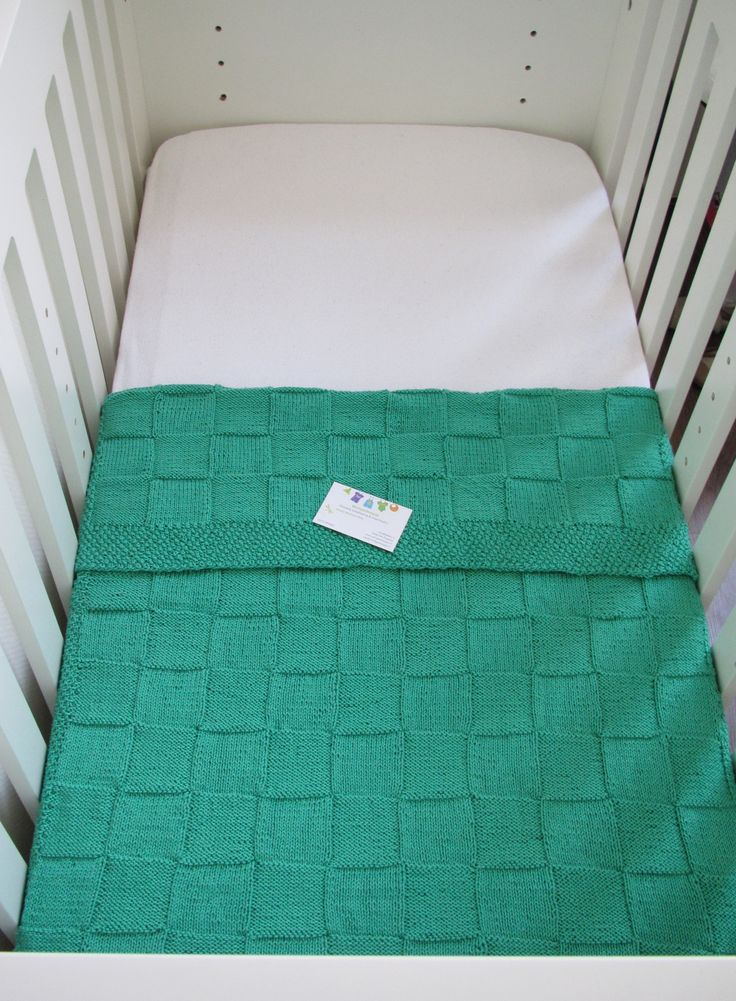 Groene babydeken gebreid van Phildar 100% Katoen. Afmeting 70x105 cm.