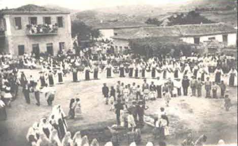 FESTIVAL IN THE SQUARE OF LIVANATES FOTO 1892